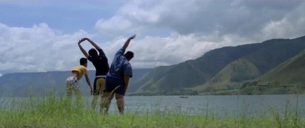 #FilmLuntangLantung Danau Toba